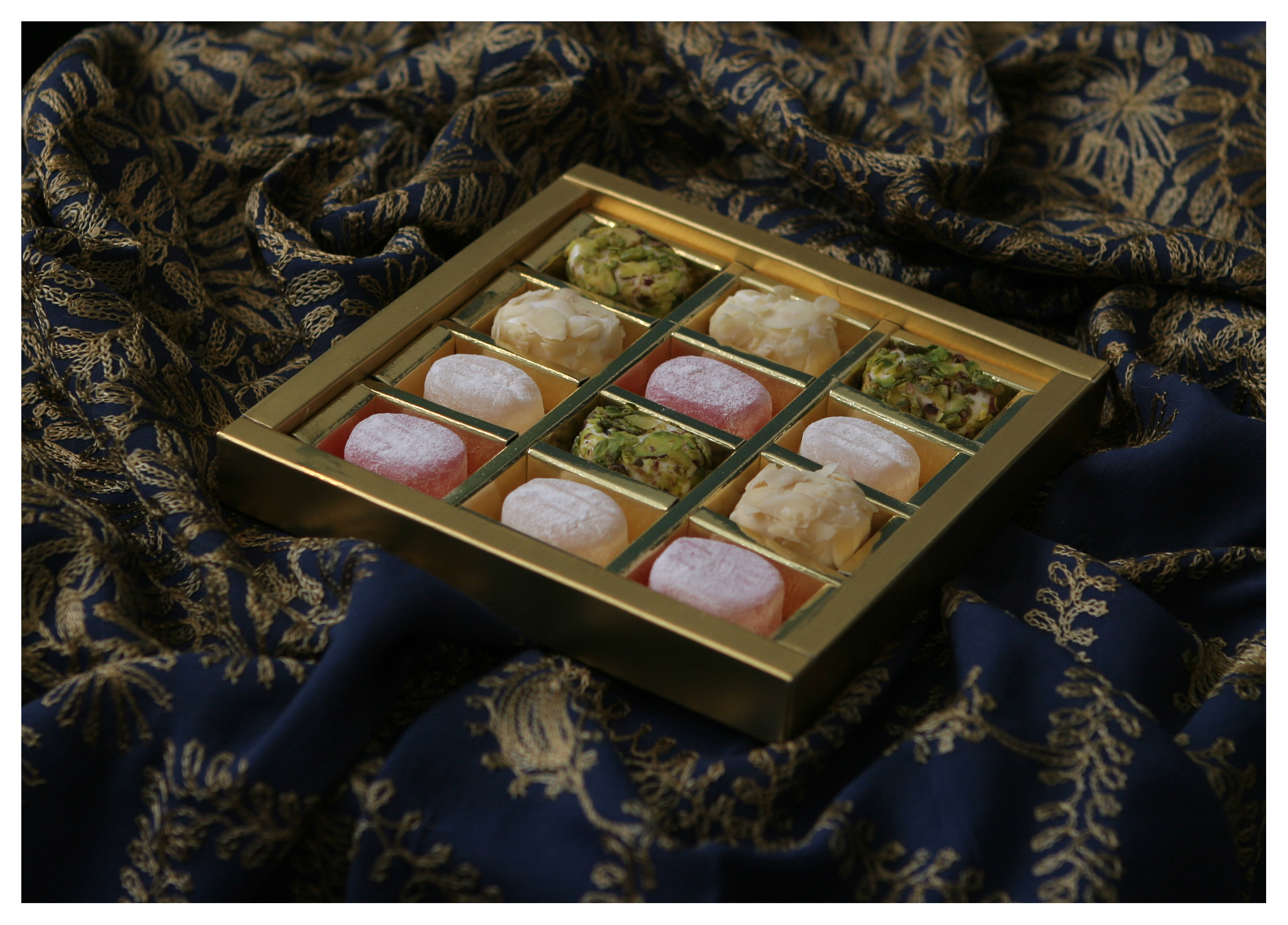 Food as product photography: Turkish delight in luxury packaging